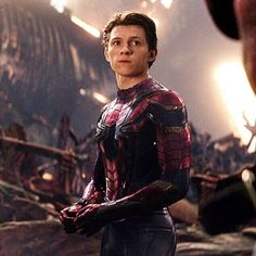 Tom Holland                                 Peter Parker / Spider-Man