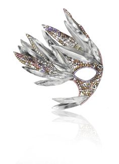 Crystal Mask Rebekah Lea. Love the shape, make a mask that shape. Like the mix of metal feathers and crystalling, mimic somehow maybe.