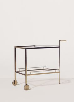 Gin Lane bar cart / trolly by Yabu Pushelberg Bar Chairs, Club Chairs, Room Chairs, Bar Furniture, Furniture Design, Bar Trolley, Yabu Pushelberg, Table Bar, Bar Cart Decor