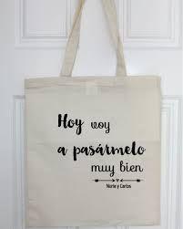 Resultado de imagen para bolsos de tela con frases My Themes, Diy Wedding Favors, Canvas Tote Bags, Jute, Sewing Projects, Reusable Tote Bags, Lettering, Fabric, Weeding
