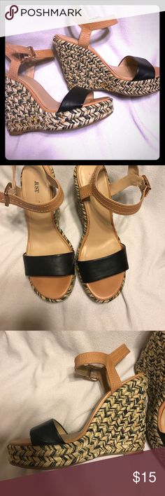 "Fun platform heels 👠 Cute black, gold & brown platform Just Fab heels! Fun for a night out or his around town. 5"" heel JustFab Shoes Platforms"