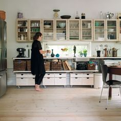 I like the easy unfitted feel of this kitchen - v holiday home. Baskets under the counter are a winner.