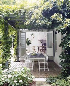 10 cool and buoyant tricks: modern backyard garden backyard garden fence chain links. Stone Backyard, Modern Backyard, Outdoor Rooms, Outdoor Living, Outdoor Sheds, Indoor Outdoor, Die Hamptons, Jardin Style Shabby Chic, Gazebos