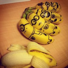 Food Art - Banana minions inspired by Despicable Me -Omg! Im totally doing this the next I buy my kids some bananas!