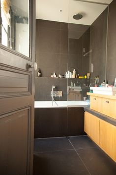 Bathtub shelf and faucet