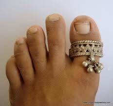 Vintage Indian toe ring.  Foot looks horrible but I am loving the ring!!