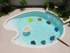 This palette-shaped pool belongs to a painter. Allan Rodewald is a Houston-based American abstract artist.