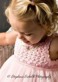 Get in touch with me if you ever see anything more beautiful than a beautiful baby in a pink flowing dress. This is the concept that gives Victoria Kids clothing. Baby Girl Crochet, Crochet Baby Clothes, Crochet For Kids, Col Crochet, Crochet Art, Baby Patterns, Dress Patterns, Crochet Patterns, Victoria Kids