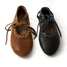 Viking Shoes for men and women are perfect for Roman reenactmen Viking Shoes, Viking Clothing, Viking Footwear, Viking Garb, Viking Costume, Ankle Shoes, Shoe Boots, Flat Shoes, Vikings