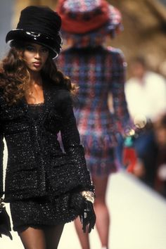 Naomi_Campbell_Chanel_Cf_1991_Photo_Guy_Marineau_001