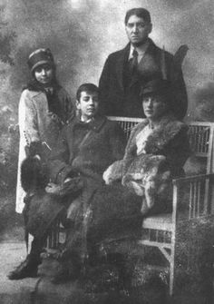 Switzerland, 1914. The Borges family: Jorge Guillermo, Leonor Acevedo, Norah, and Jorge Luis.  (Photo from the Helft Collection)