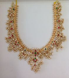 How To Clean Gold Jewelry With Vinegar Key: 6201137122 Fancy Jewellery, Gold Jewellery Design, Jewellery Display, Temple Jewellery, Indian Wedding Jewelry, Bridal Jewelry, Indian Bridal, Pearl Jewelry, Pearl Necklace Designs