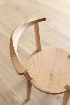 「LEGARE Side Chair」(チェア) - WALL(ウォール) #ChairMadera Plywood Furniture, Woodworking Furniture, Furniture Design, Dinning Chairs, Side Chairs, Chair Design Wooden, French Provincial Chair, Hans Wegner, Diy Chair
