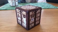 Minecraft Crafting Table in Plastic Canvas - free pattern at yarngames.com