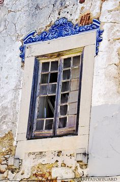 A #ruin for a house..but with a beautiful #window, #Portugal. Photo by #MaritaToftgard