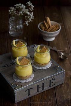 Bicchierini con crema al limone e biscotti