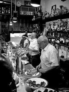 Y que comes con tu Vermut? Tapas Bar, Barcelona. #lovermut #vermut #Barcelona