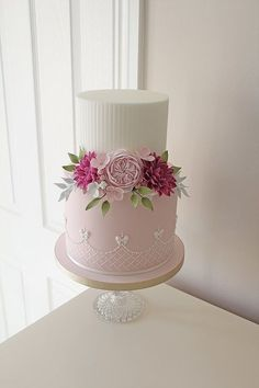 Stylish pink and white floral two tier cake - perfect for a Summer wedding Wedding Cakes With Flowers, Beautiful Wedding Cakes, Beautiful Cakes, Bolo Floral, Floral Cake, Pretty Cakes, Cute Cakes, Cupcakes Decorados, Two Tier Cake