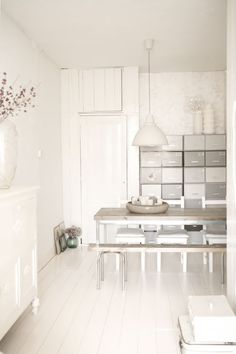 How to Design an All-White Room All White Room, White Space, White Rooms, Style At Home, Living Comedor, Residential Interior Design, Dining Room Inspiration, Home And Deco, White Houses
