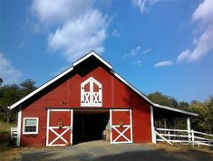 The Cascade gable barn; a classic, simple style in an economical package designed to reflect traditional American horse barns. American Horse Barns, American Barn, Shed Storage, Built In Storage, Metal Barn, Oak Park, Barn Plans, Metal Buildings, Horse Farms