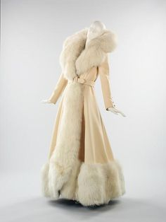 Fox Fur Coat by Shannon Reynolds c. 1968 This evening coat, with its sweeping proportions and generous use of white fox fur, harks back to glamour. It was created by respected American designer Shannon Rodgers. 1930s Fashion, Look Fashion, Vintage Fashion, Crazy Fashion, Club Fashion, Mens Fashion, Fashion Kids, Fall Fashion, Korean Fashion