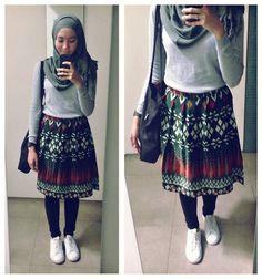 ootd - hijab outfit lookbook.nu/syaifiena Syaifiena W - The Goods Dept Totebag, Uniqlo Skiny Jeans, Adidas Sneakers - Batik Skirt