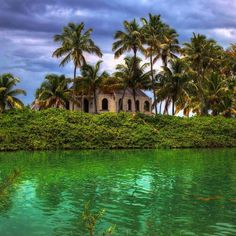 Abandoned house in the Florida Keys by itsabandoned