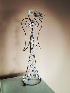 Wire Crafts, Diy And Crafts, Beaded Angels, Big Flowers, Wire Art, Metal Art, Plant Hanger, Crafty, Beads