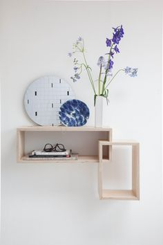 'Daily Gems' wall shelving with Mirror 'Soft Grid' + Porcelain Circle in cobalt blue