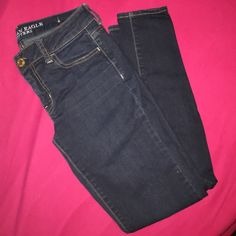 EUC American Eagle Jeans Dark denim, size 2, skinny leg. Perfect condition, only worn a handful of times. American Eagle Outfitters Jeans Skinny