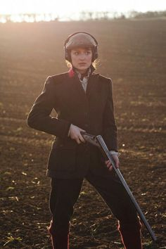 Just love the under collar twist of colour- woodburning: Christopher Anderson photography for Purdey. British Country Style, Country Wear, Country Fashion, Christopher Anderson, Women's Shooting, Shooting Sports, Style Anglais, Outdoor Girls, Military Women