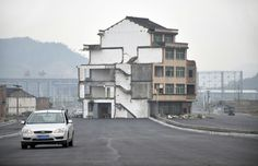 A House in the Middle of the Road in China, The Standoff Between A Couple and Government