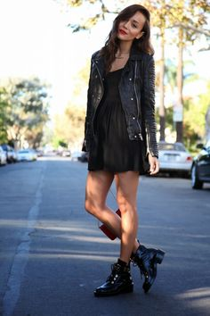 Pair a black leather biker jacket with a black skater dress for a comfortable outfit that's also put together nicely. A pair of black leather flat boots will be a stylish addition to your outfit. Street Style Outfits, Looks Street Style, Mode Outfits, Casual Outfits, Rock Chic Outfits, Gothic Chic, Gothic Beauty, Fashion Mode, Look Fashion