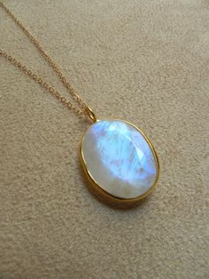 I love moonstones. And especially this necklace!