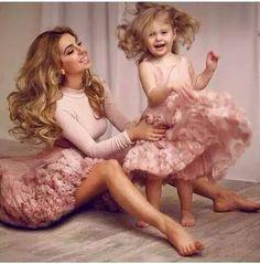 Outfit mamá e hija 🎀 Mother Daughter Photos, Mother Daughter Fashion, Mother Daughter Matching Outfits, Mommy And Me Outfits, Mom Daughter, Mother Daughters, Mother Son, Fashion Kids, Ootd Fashion