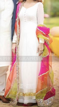 New Fashion Girls Shadi Dresses, Pakistani Formal Dresses, Indian Gowns Dresses, Pakistani Wedding Outfits, Pakistani Dress Design, Pakistani Mehndi Dress, Indian Designer Outfits, Indian Outfits, Designer Dresses