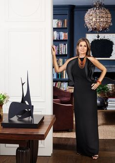 This moody spacefrom Aerin Lauder'sstylish New York City apartmentalways stops me in my pinning tracks. The entire Upper East Side abode is as chic as can be, but this room, which can be found i...