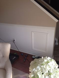 DIY Faux Wainscoting - Frills and Drills Installing Wainscoting, Painted Wainscoting, Dining Room Wainscoting, Black Wainscoting, Wainscoting Ideas, Picture Frame Wainscoting, Wainscoting Nursery, Crown Molding Modern, Build A Closet
