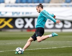 training session for clash against AtleticoMadrid! Real Madrid Football Club, Real Madrid Players, Football Soccer, Football Photos, Gareth Bale, Media Images, Champion, Running, Photo And Video