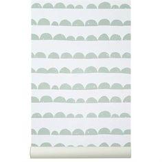 Half Moon ist ein beliebtes Motiv der dänischen Designmarke Ferm Living. Hier in der Farbstellung minze/weiß auf einer Tapete.