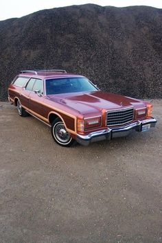Last of the Leviathans - 1977 Chrysler Town & Country - 1977 Ford LTD Country   Hemmings Motor News