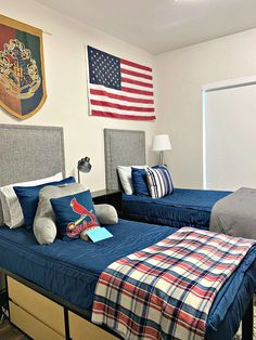 BOYS DORM ROOM DECOR AND ORGANIZING ESSENTIALS - Dimples and Tangles Dorm Room Storage, Dorm Room Organization, Organizing, Guy Dorm Rooms, Cool Dorm Rooms, Mens Room Decor, Boy Decor, Dorm Color Schemes, Dorm Room Colors