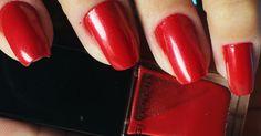 Teste do esmalte vermelho metálico