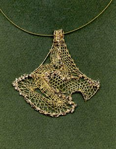 Web Pics and Patterns - Blanca Torres - Picasa Web Album Lace Necklace, Lace Jewelry, Metal Jewelry, Jewelry Art, Arrow Necklace, Web Pics, Bobbin Lacemaking, Wire Crochet, Point Lace