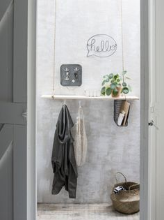 hanging shelf w/ under-mounted wire magazine holder