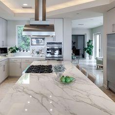Smart living is about incorporating lifestyle-enhancing technology that encourag. - Home Technology Ideas Stone Kitchen Floor, Kitchen Flooring, Kitchen Countertops, Küchen Design, Interior Design, Booth Design, Tile Design, Design Ideas, Best Smart Home