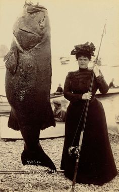 #Women in 1901: Mrs. Dickerson's record setting 363 pound black sea bass from Catalina Island #TheGoldenKey