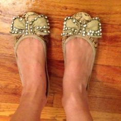 Light beige/brown flats with a bow in the front! Flat beige shoes! The front and side are in good condition but the back is worn out. Can still be used. Nice colors!  Bundle to save on shipping. NO TRADES, sorry! Sam Edelman Shoes Flats & Loafers
