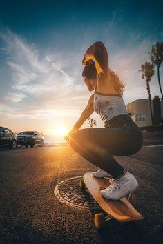 Skate Photos, Skateboard Pictures, Skateboard Girl, Skateboard Tumblr, Skateboard Clothing, Tumblr Skate, Skate Girl, Skater Girl Outfits, Electric Skateboard
