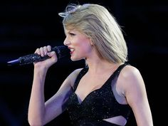 Taylor Swift in action in Sydney at the weekend. Pic: Mark Metcalfe/Getty Images